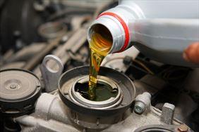 sprzedaż olejów samochodowych