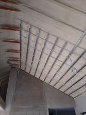 ocieplanie dachu izolacja natryskowa