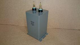 kondensator w metalowej obudowie