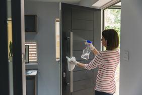 mycie drzwi
