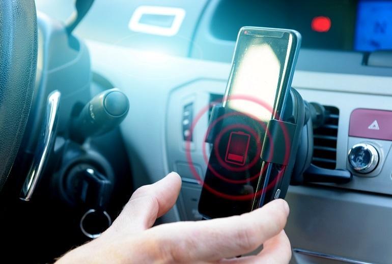 Jak działają indukcyjne uchwyty samochodowe?
