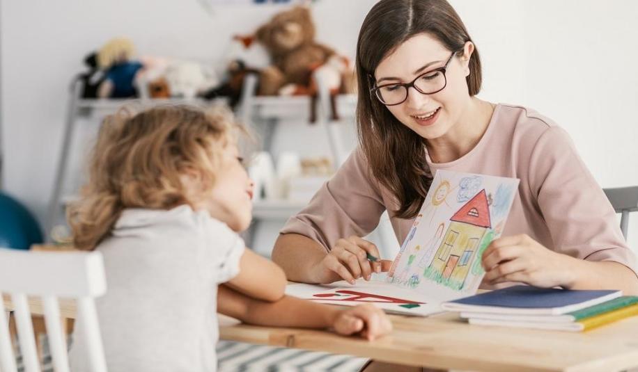 Jak trenować umiejętności społeczne u dzieci z autyzmem?