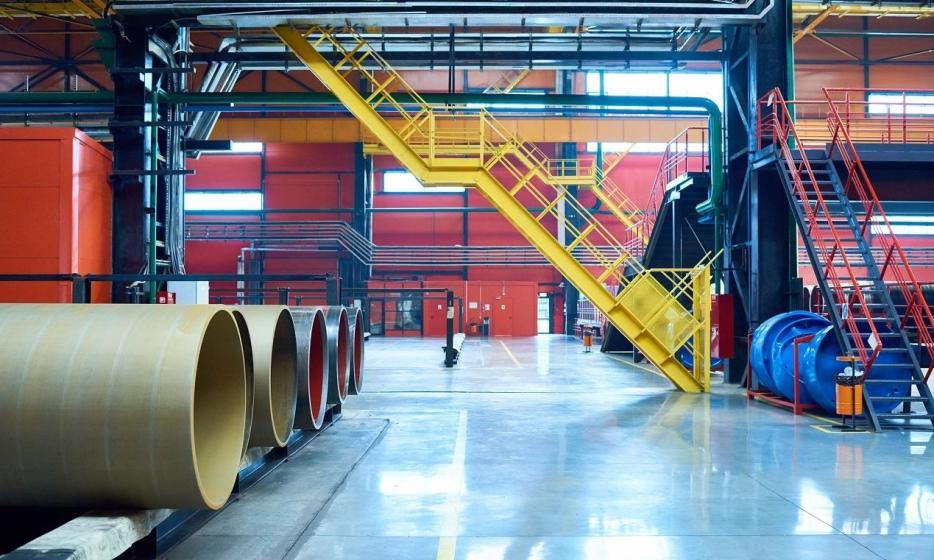 Jakie standardy muszą spełniać schody przemysłowe?