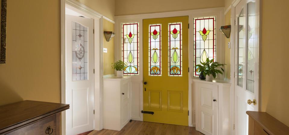Jakie są rodzaje oraz pochodzenie witrażu okna?