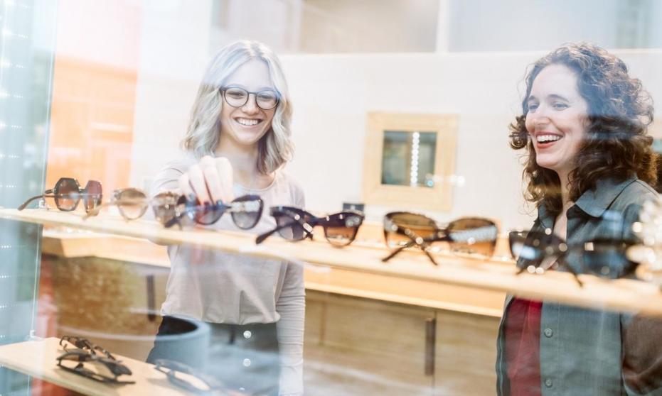 Czym kierować się podczas wybierania ekspozytorów na witrynę sklepową?