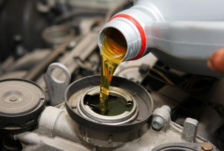 Jak dobrać olej silnikowy do samochodu?