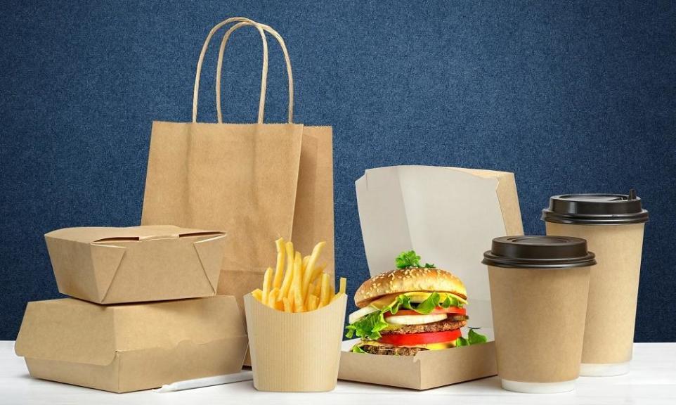 W jakich opakowaniach można serwować fast foody?