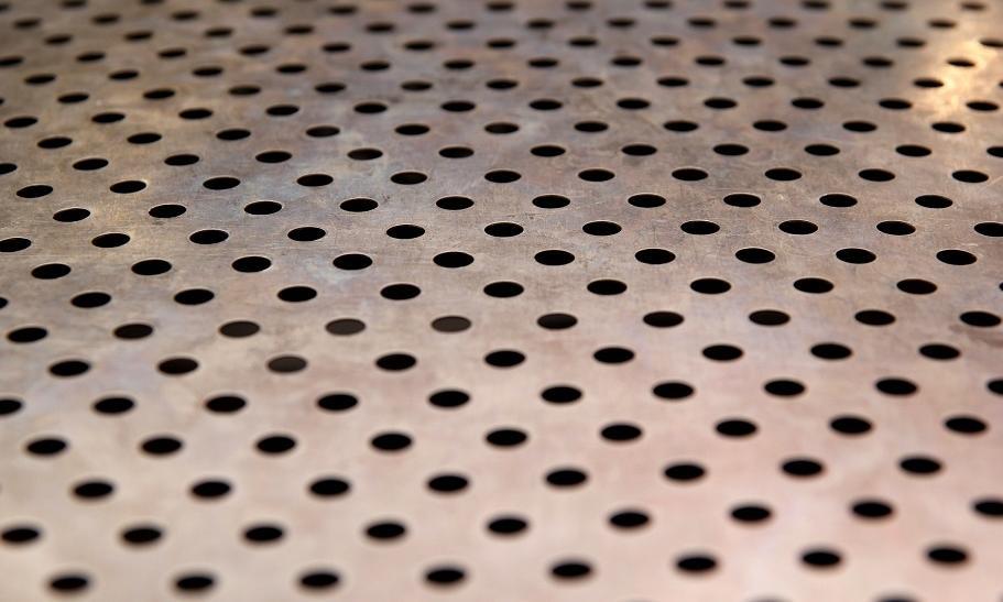 Jak wygląda proces perforacji metali?