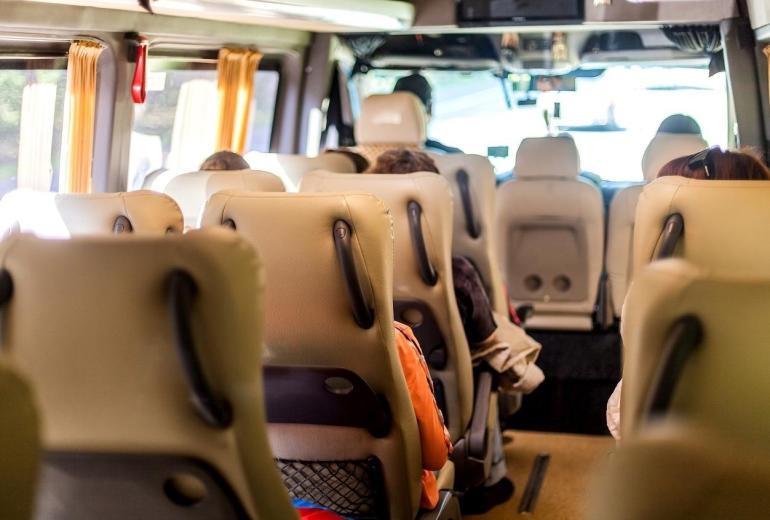 Ile osób może się pomieścić w busie?
