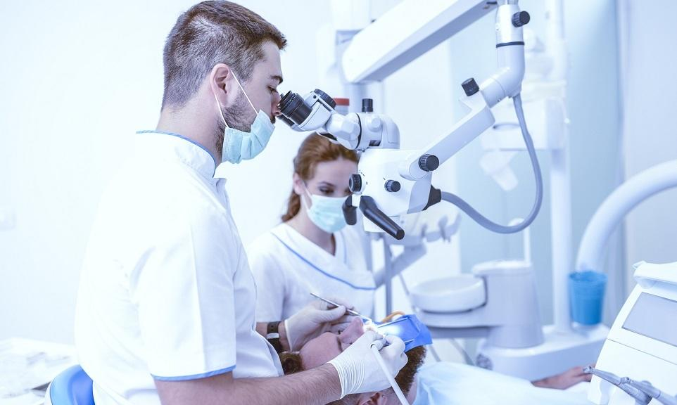 Zastosowanie mikroskopu w stomatologii