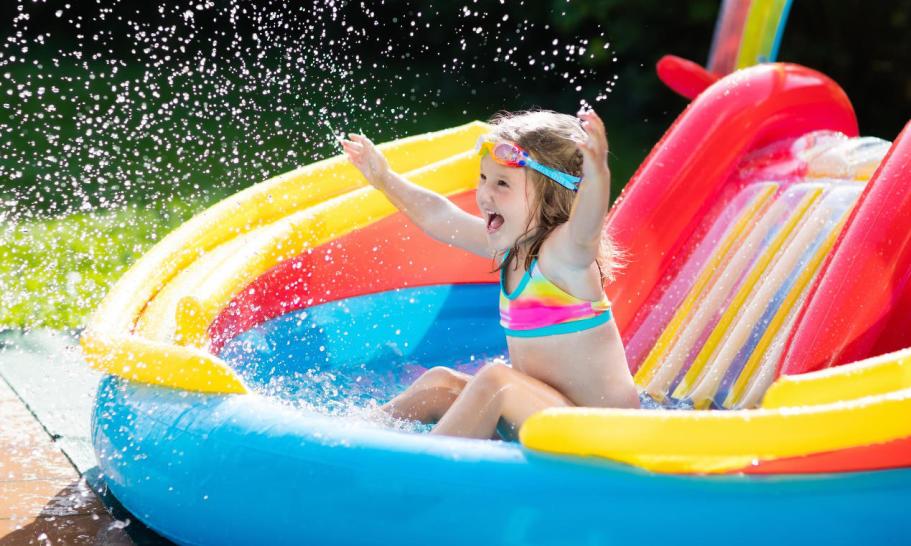 Wybór basenu do ogrodu. Jak zapewnić letnią ochłodę dla najmłodszych?