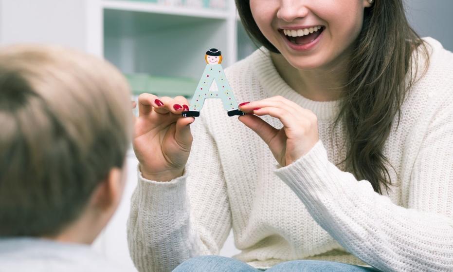 Na czym polega terapia logopedyczna u dzieci?