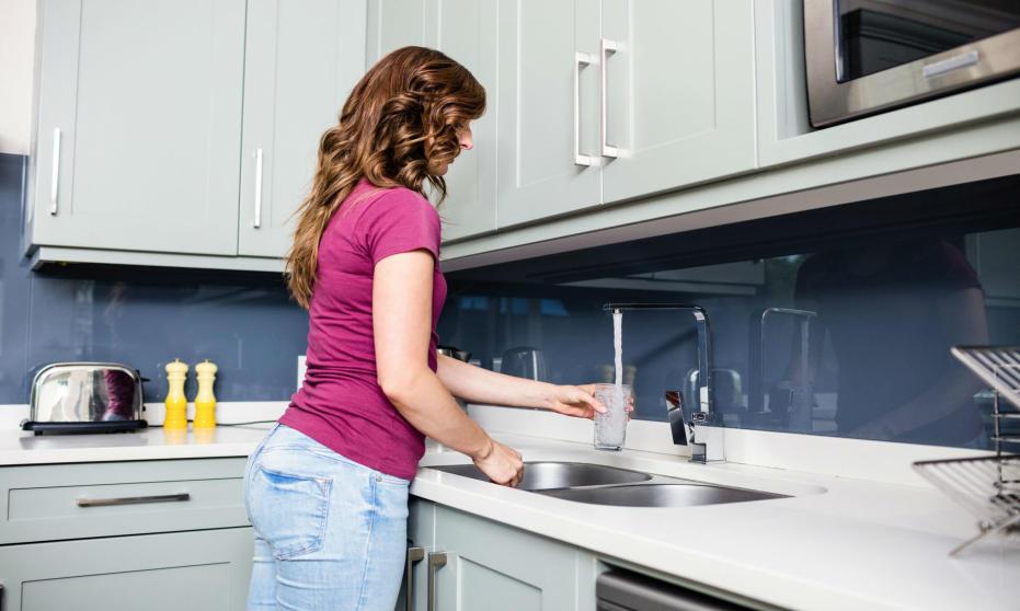 W jaki sposób wybrać najlepszy kuchenny filtr do wody