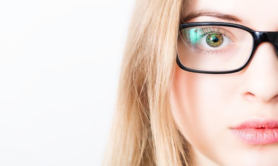 Na jakie elementy zwracać uwagę wybierając okulary