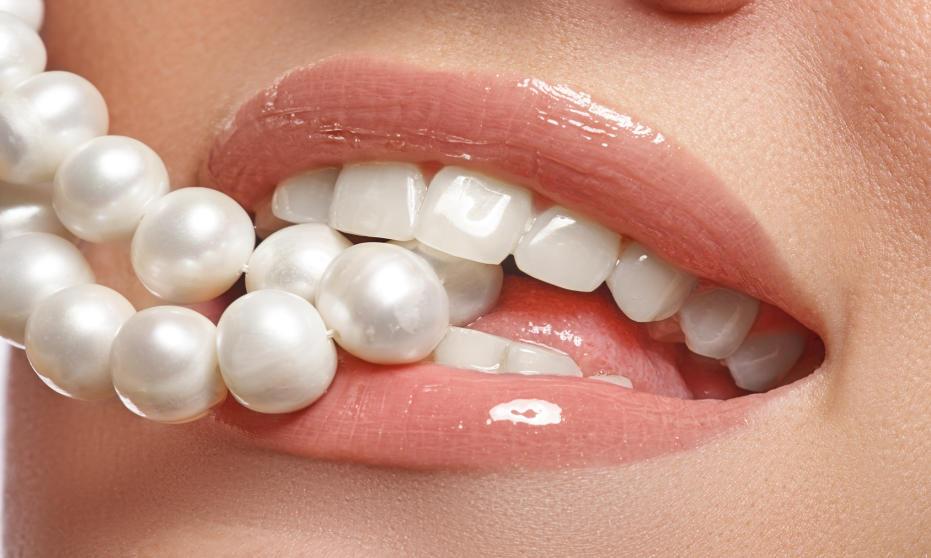 4 najlepsze metody wybielania zębów