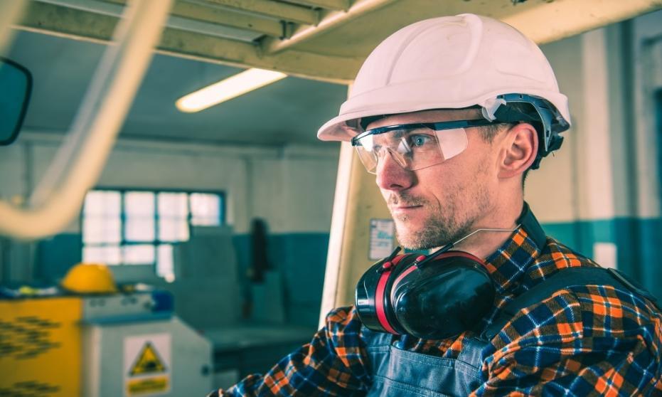 Metody ochrony oczu i twarzy w miejscach pracy