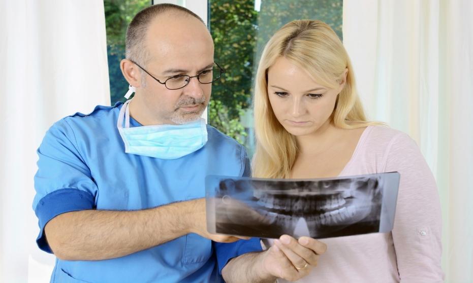 Czym zajmuje się chirurg szczękowy?