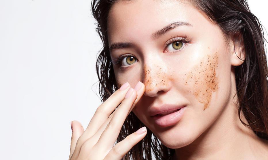 Przebarwienia na twarzy - jak pozbyć się uporczywych zmian posłonecznych?