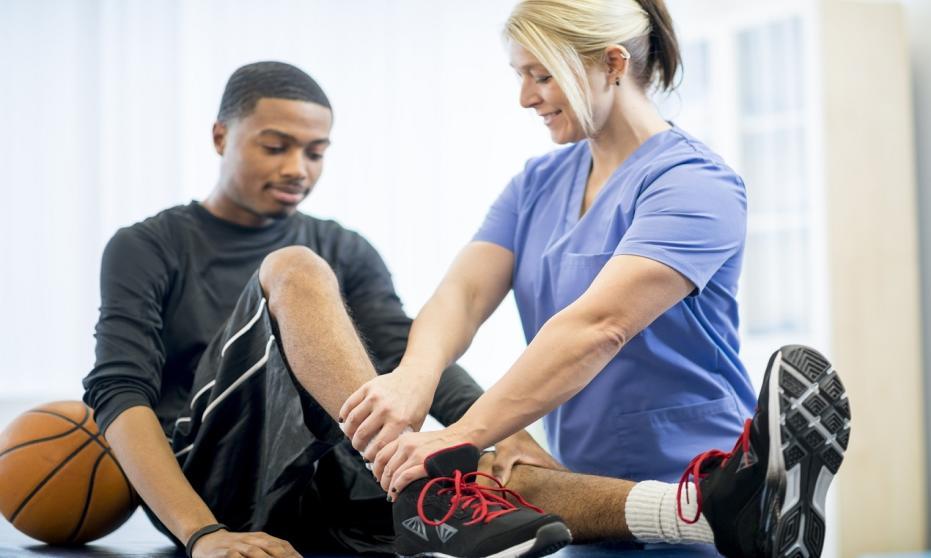 Kiedy badanie przez lekarza sportowego jest zalecane, a kiedy obligatoryjne?