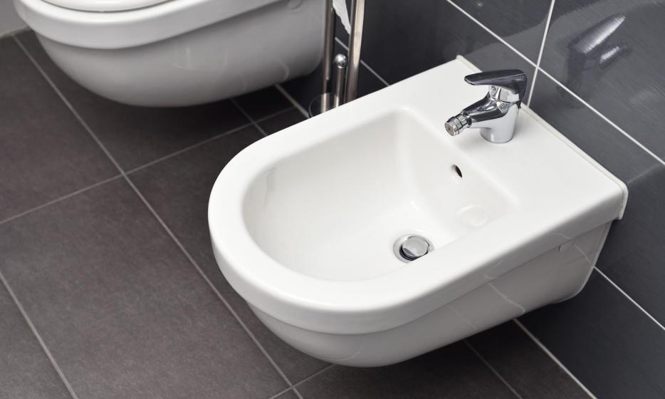 Bidet – przeżytek czy funkcjonalny element wyposażenia łazienki?