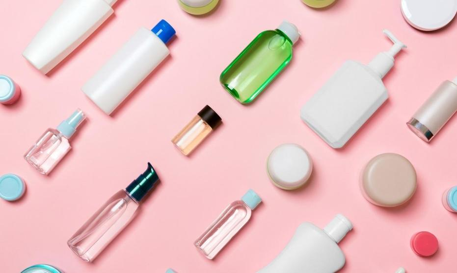 Czym się różnią profesjonalne kosmetyki od tych używanych w domu?