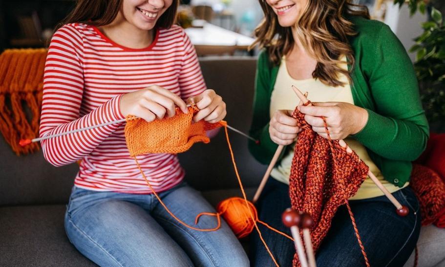 Robienie na drutach. Włóczki i zestawy dla początkujących
