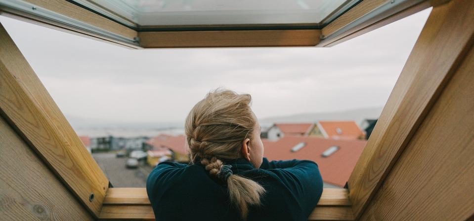 Jakie korzyści daje montaż okna dachowego?