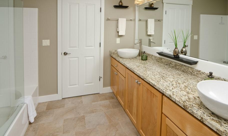 Elegancki blat do łazienki z kamienia. Najpopularniejsze materiały