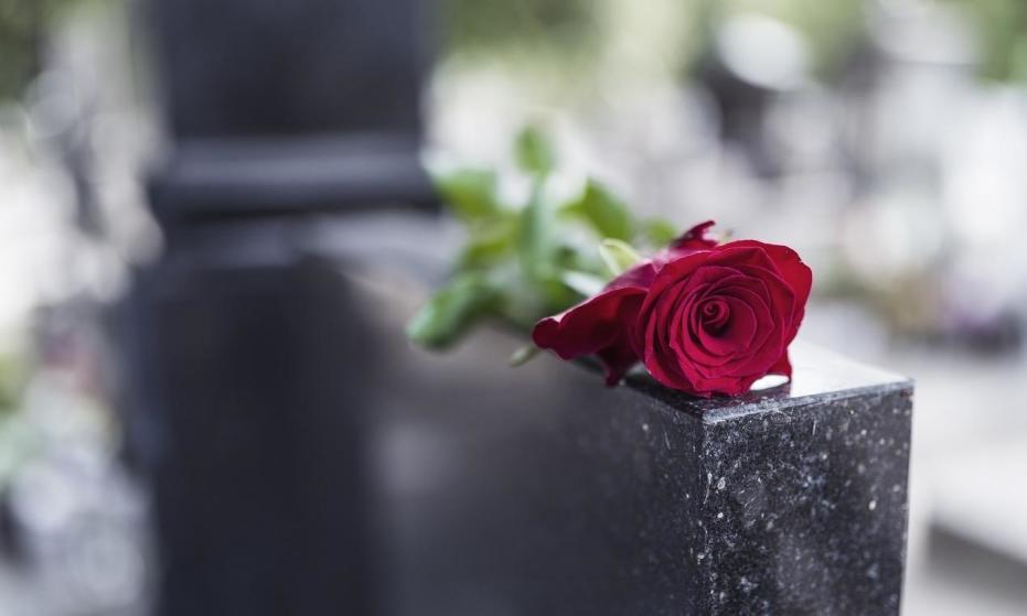 Dlaczego warto zdecydować się na nagrobek granitowy?