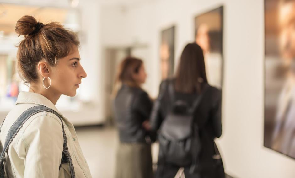 Czy wystawa w galerii handlowej może zastąpić wystawę w instytucji kultury?