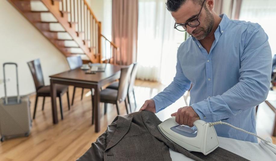 Jak dbać o garnitur, aby długo służył?