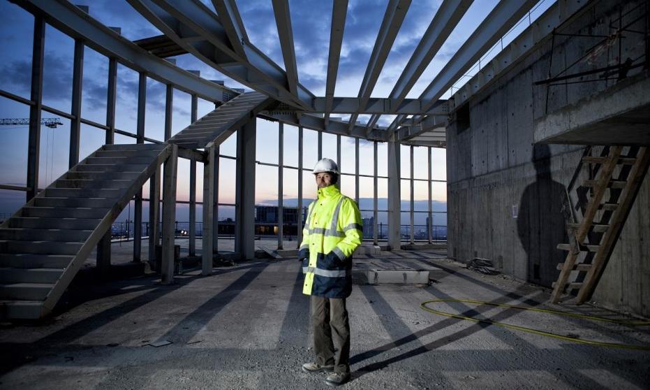 Jak konstruowane są dachy hal stalowych?