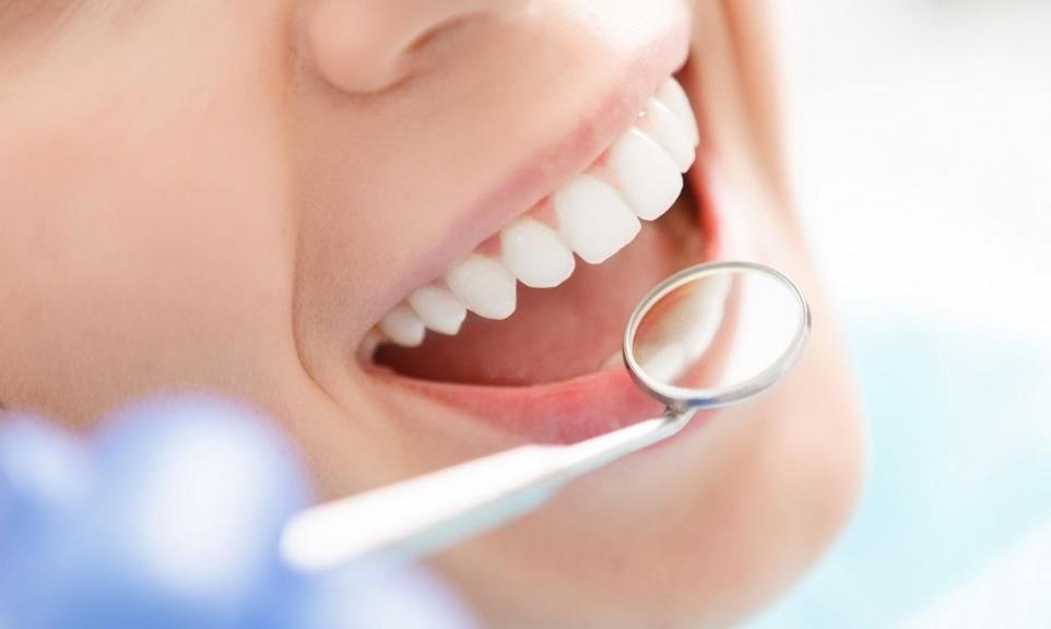Jakie zabiegi wchodzą w zakres stomatologii estetycznej?