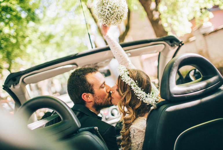 Jak wygląda wynajem samochodu do ślubu? Koszt i dodatkowe usługi