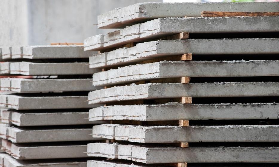 Jak efektywnie przenosić płyty betonowe?