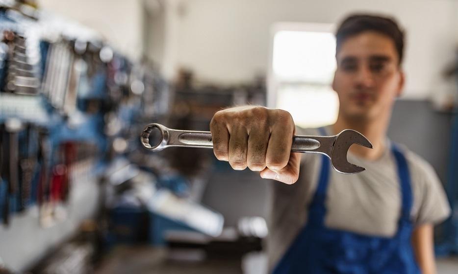 Rodzaje kluczy nastawnych: które narzędzia wybrać do warsztatu?