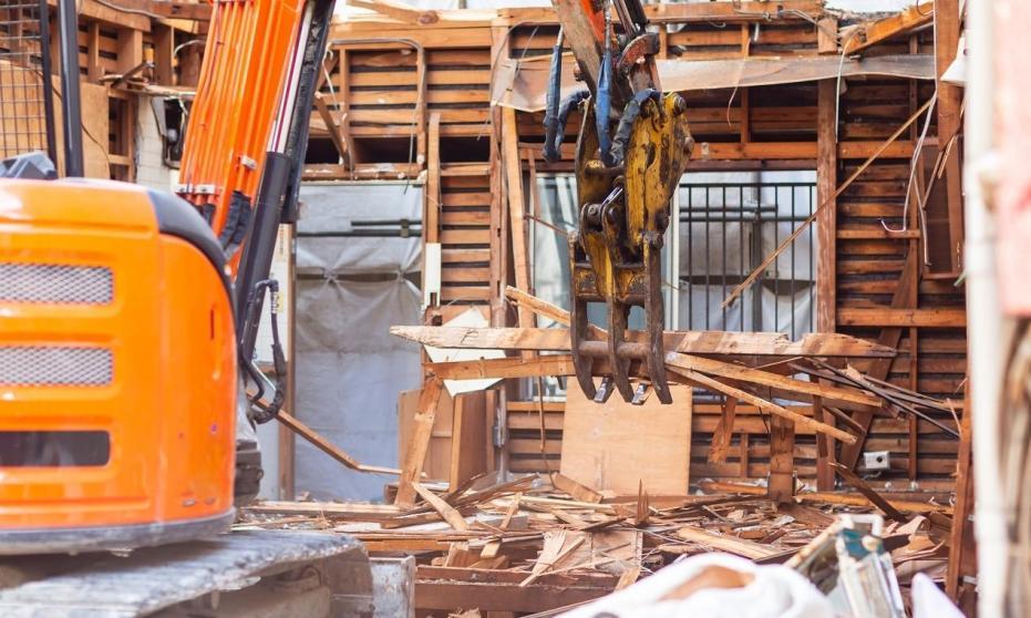 Zasady bezpieczeństwa przy rozbiórce budynków drewnianych