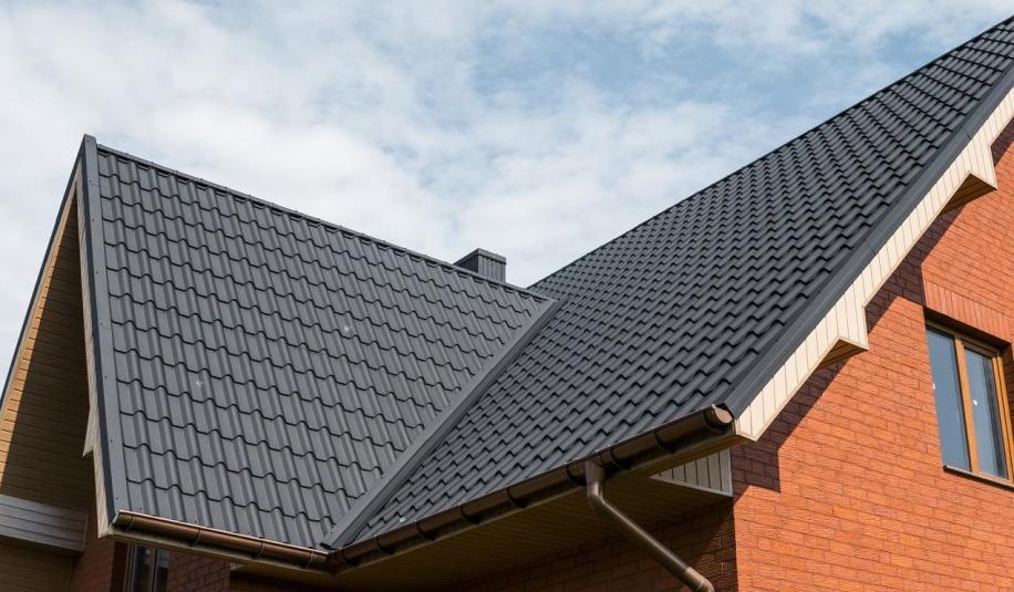 Czym pokryć dach ze skosami?