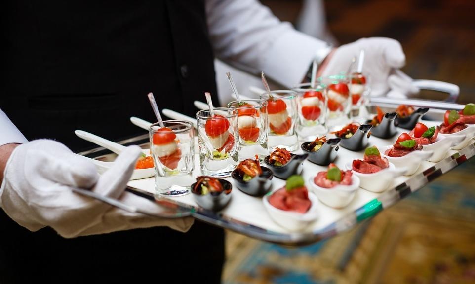 Kiedy warto skorzystać z usług cateringowych?