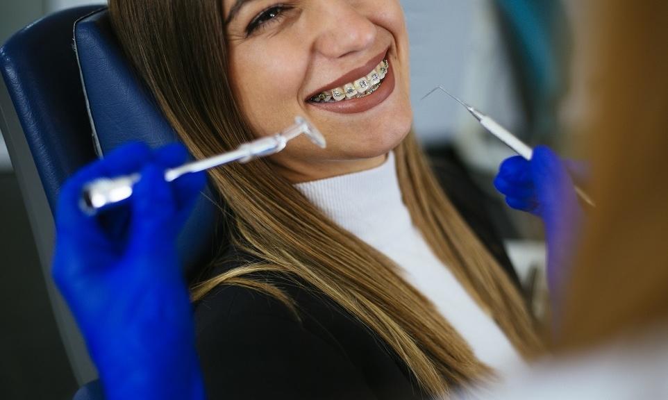 Prostowanie zębów u osób dorosłych. Czy to możliwe?