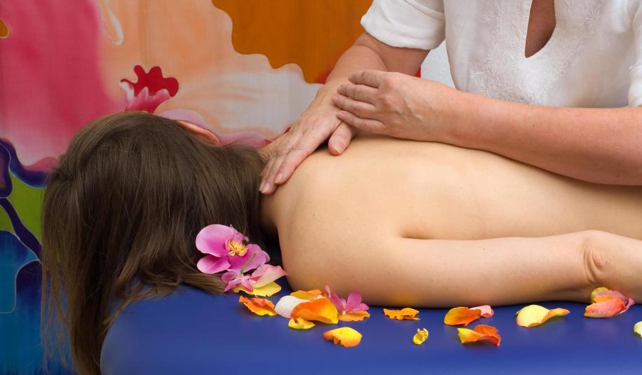 Na czym polega hawajski masaż lomi lomi?