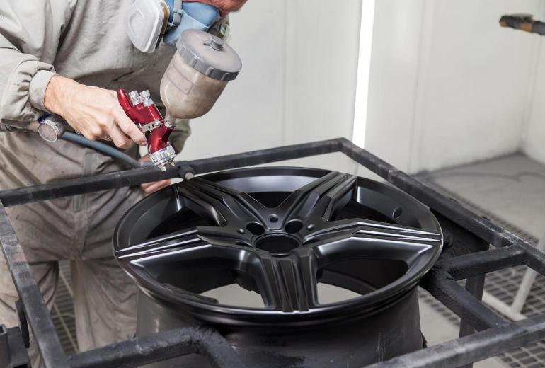 Jak odnowić felgi samochodowe?