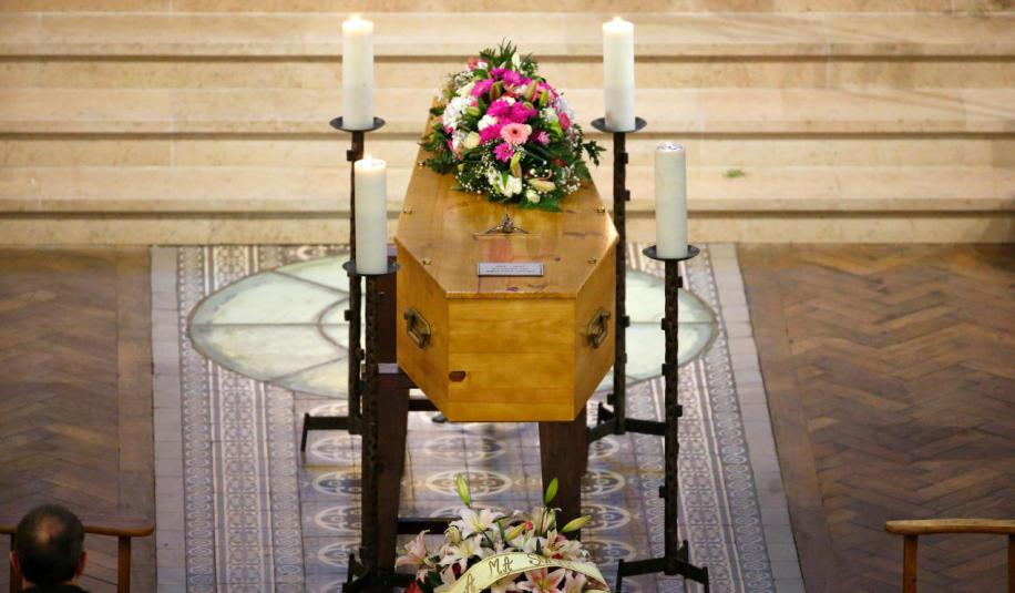 Jak wybrać trumnę dla zmarłego?