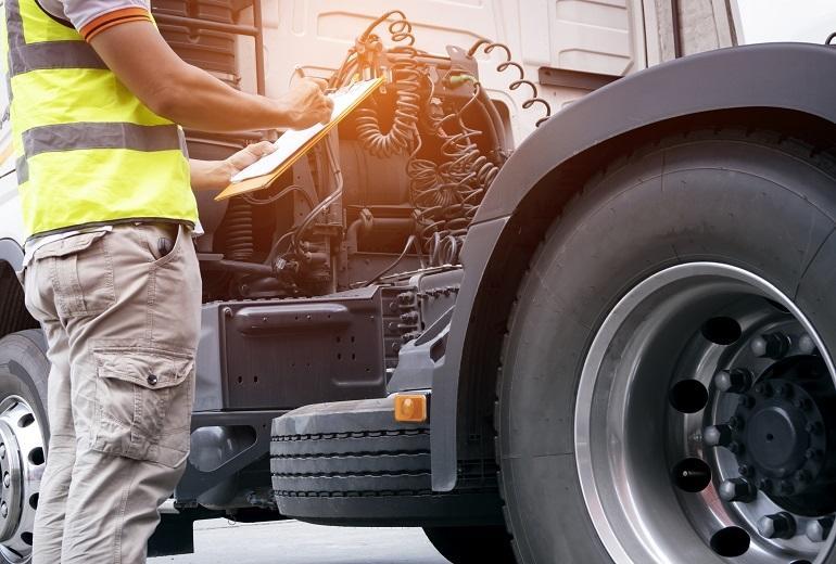 Kiedy wykonać przegląd samochodu ciężarowego?