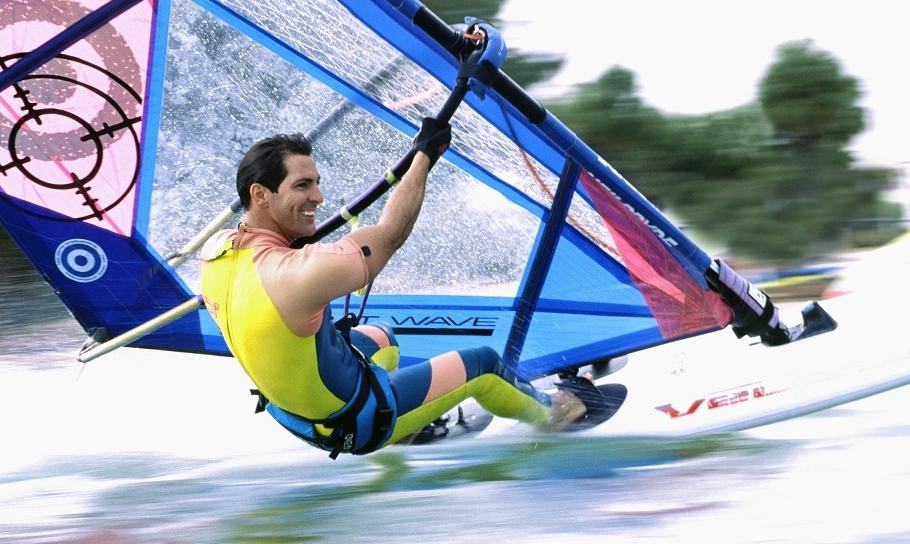 Jak powinien ubrać się windsurfer?