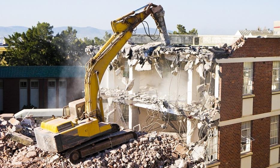 Jak zorganizować rozbiórkę budynku?