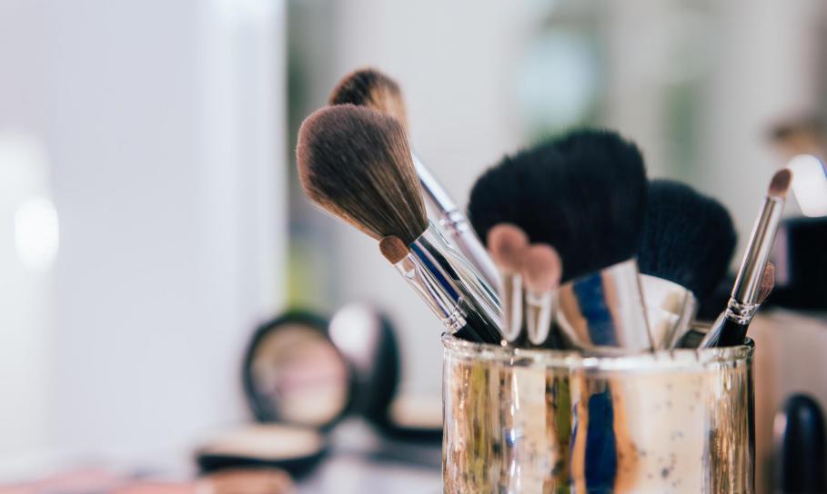 Jak wybrać pędzle do makijażu i o nie dbać?
