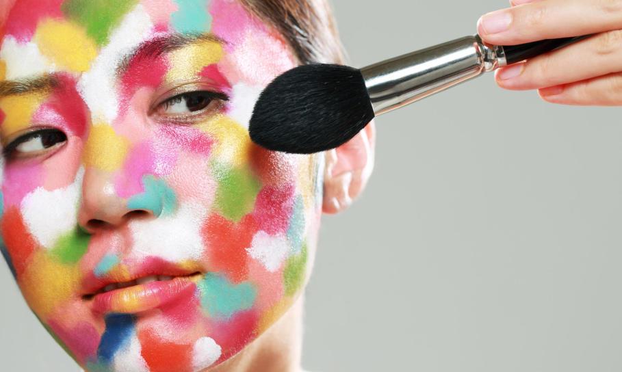 Jak zamawiać kosmetyki online? Zalety zakupów