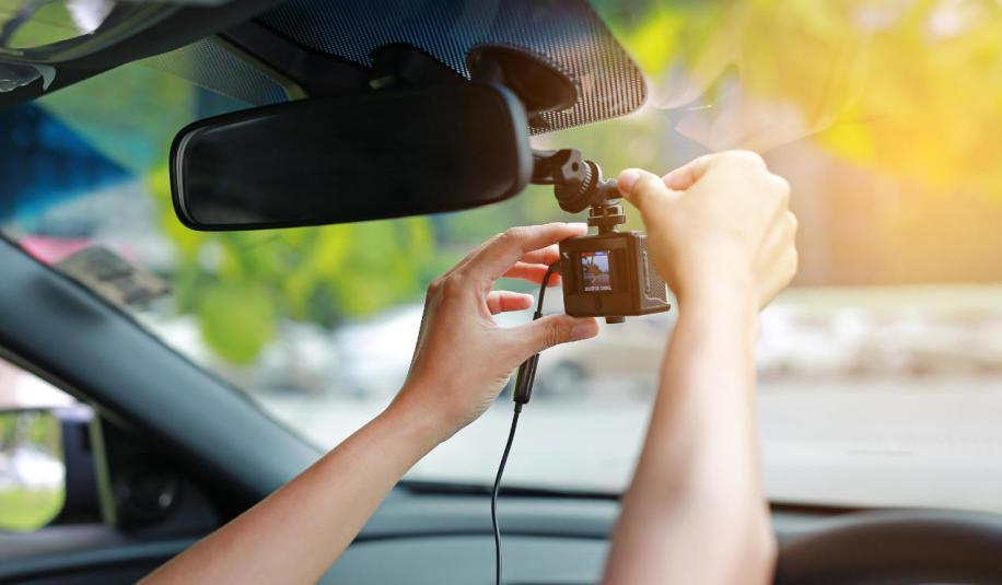 Jak odpowiednio zamontować kamerę w samochodzie?