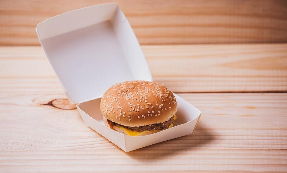 Jak wygląda produkcja opakowań na hamburgery?